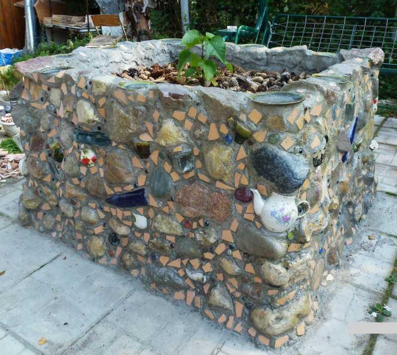 Цветные камушки для клумбы